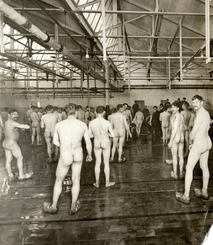 http://upload.wikimedia.org/wikipedia/commons/3/3a/Desinfection_former_prisoners_holland_1919.jpg