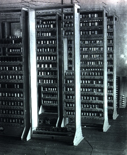 http://upload.wikimedia.org/wikipedia/commons/3/3a/EDSAC_(10).jpg