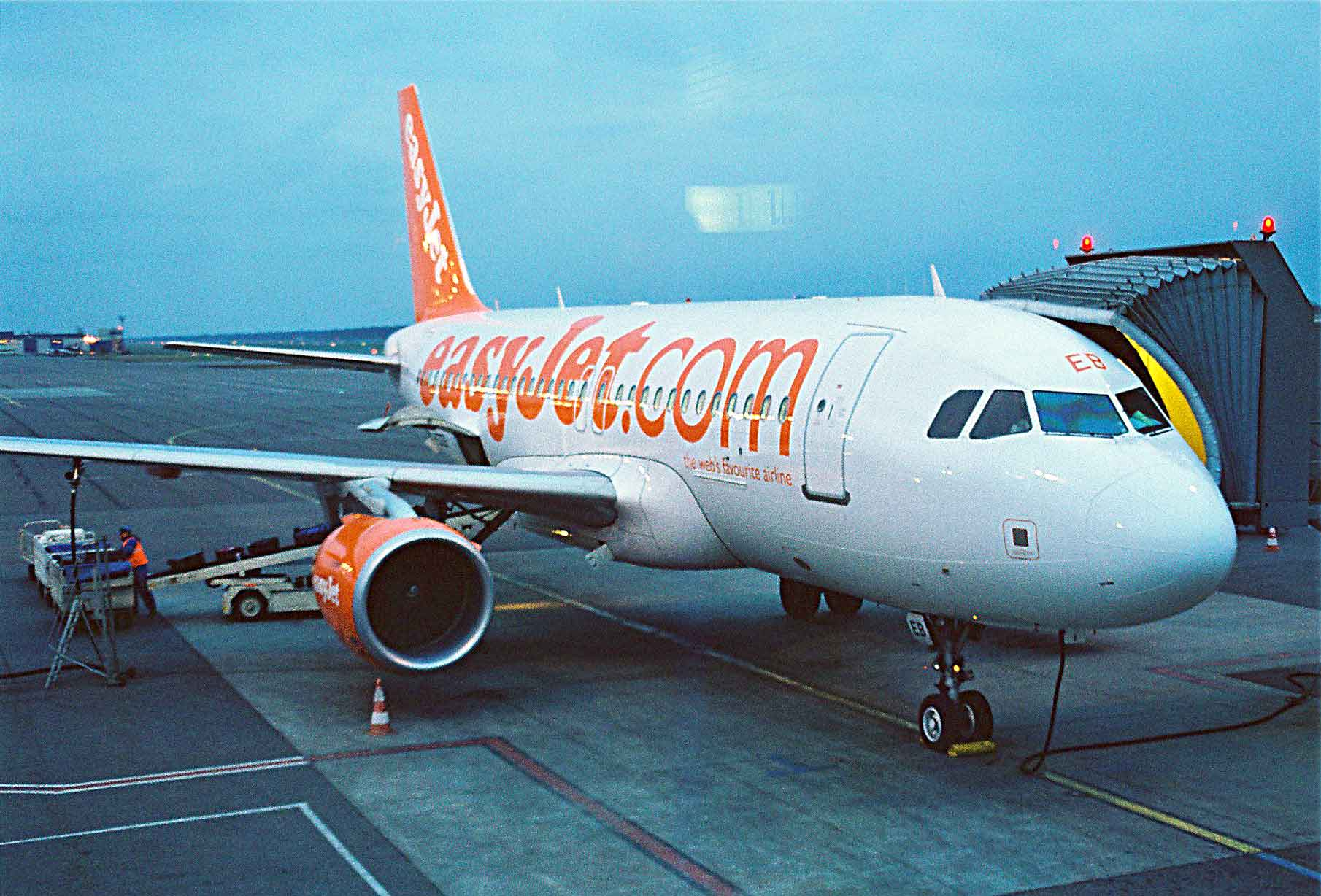 easyjet a319 - photo #35