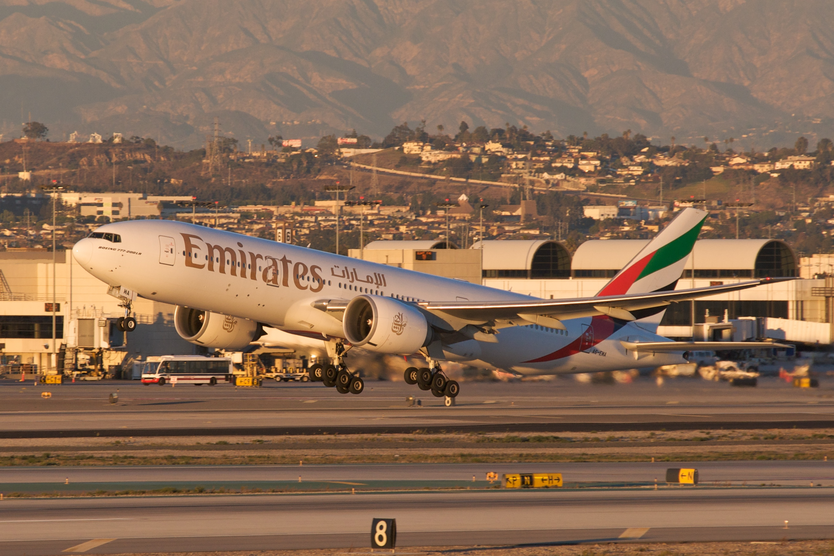 Emirates (airline) - Wikipedia