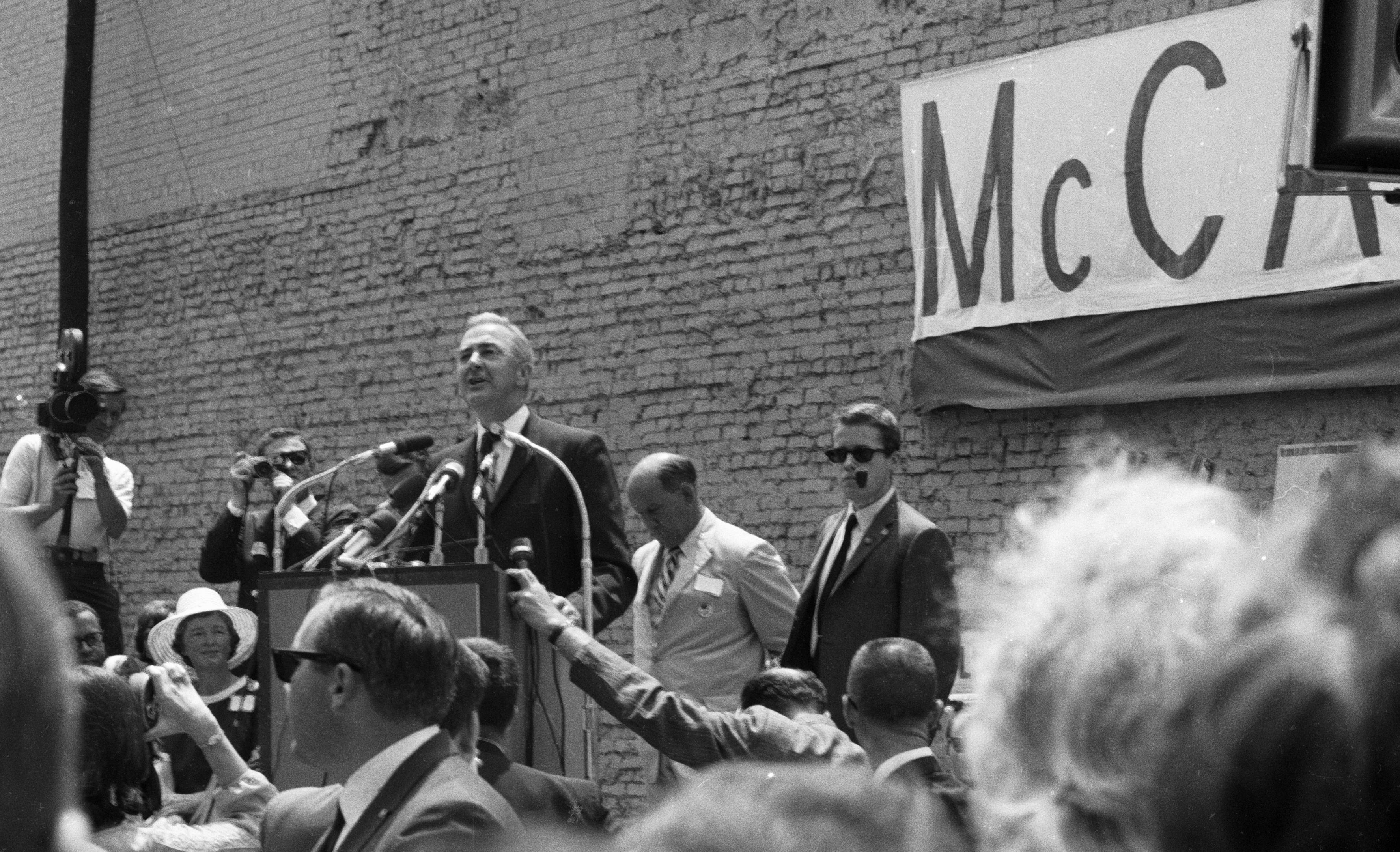 1940-49 Punctual 1968 Democrats Humphrey Mccarthy Magazine Front Page Advertisement Ad