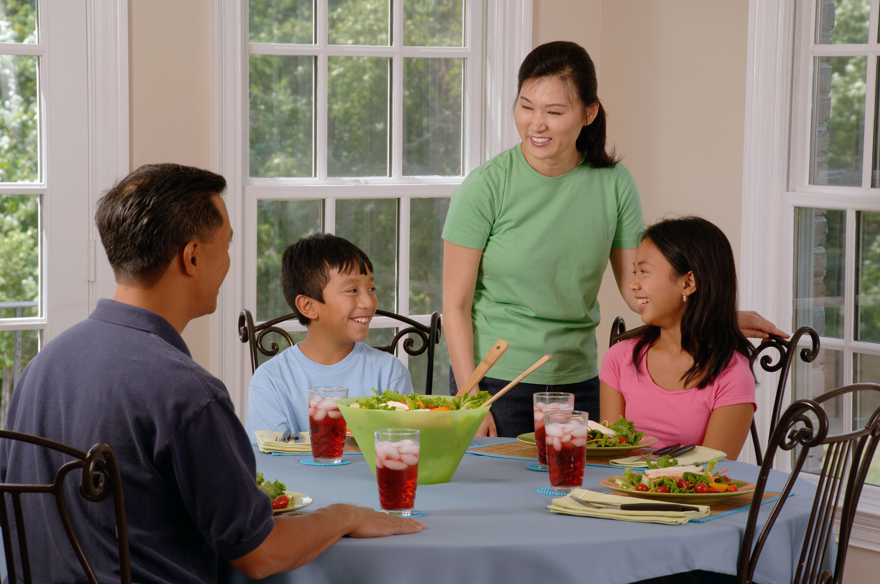 File Family Eating At A Table 1 Jpg Wikimedia Commons