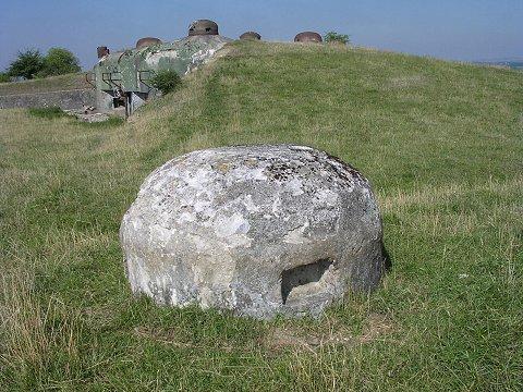 https://upload.wikimedia.org/wikipedia/commons/3/3a/Fausseclochebeton.jpg