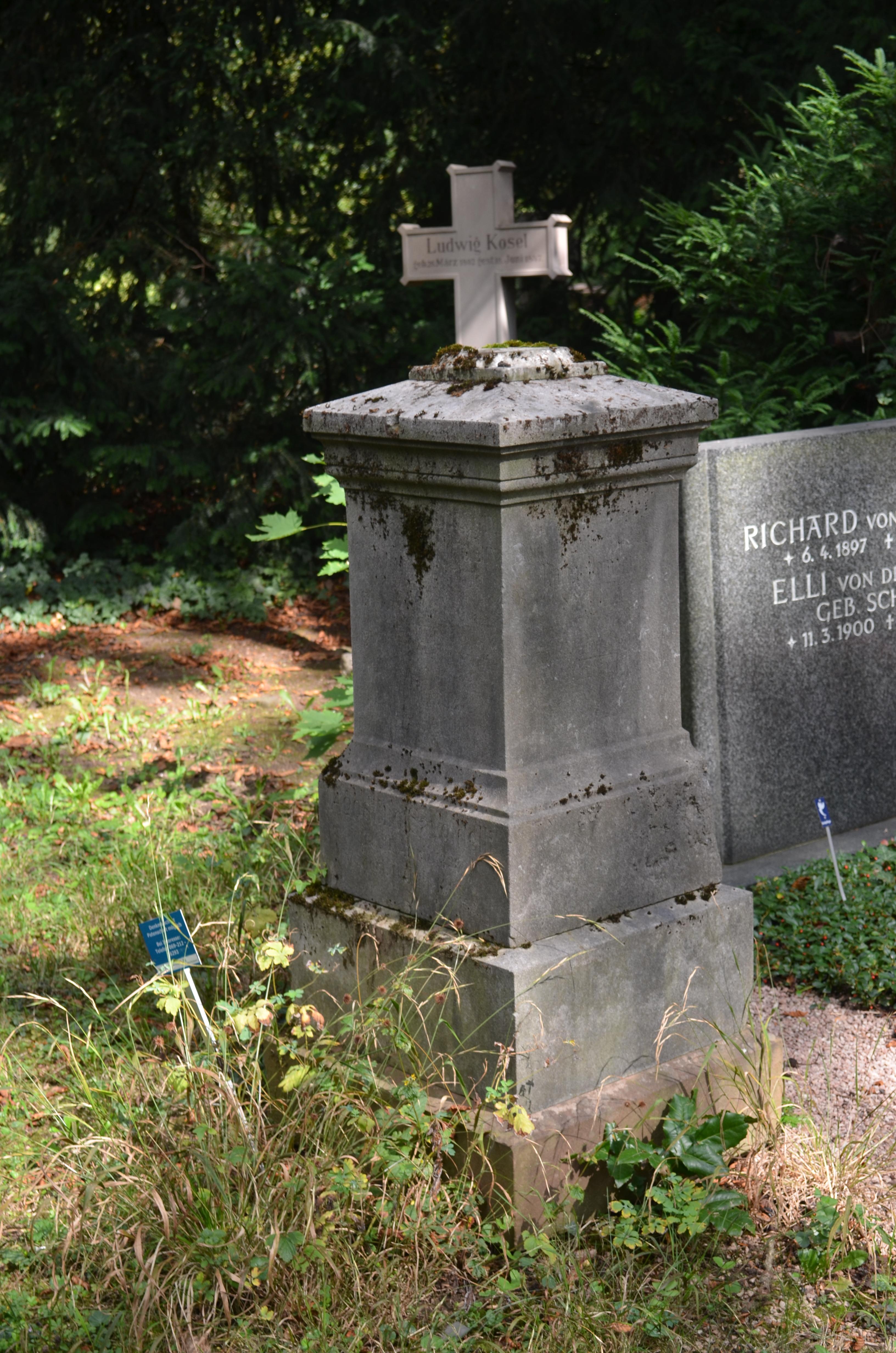 Dateifrankfurt Hauptfriedhof Grab D 147 Savoldellijpg Wikipedia