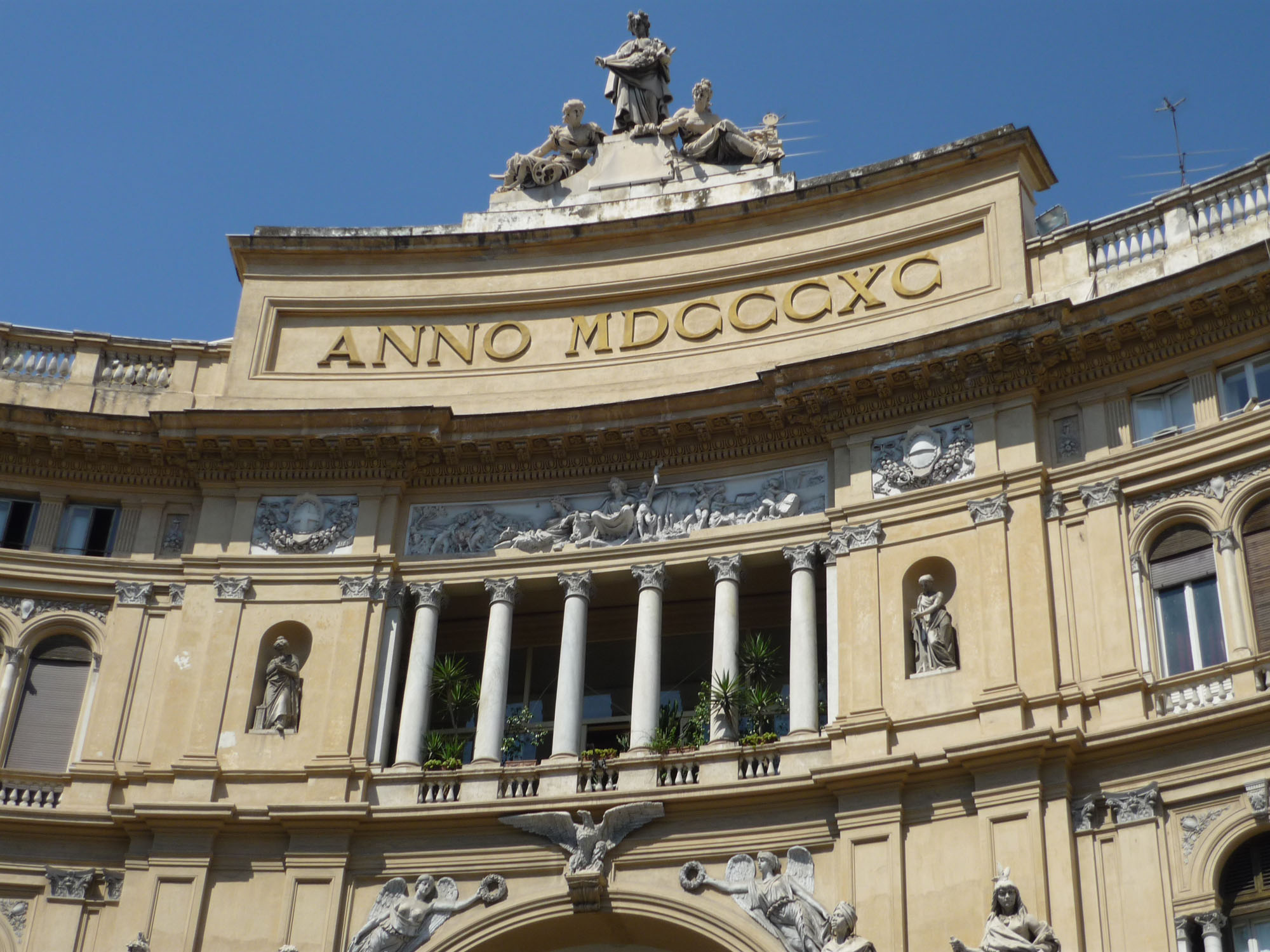 File:Galeria Umberto I Napoles Fachada.jpg - Wikimedia Commons