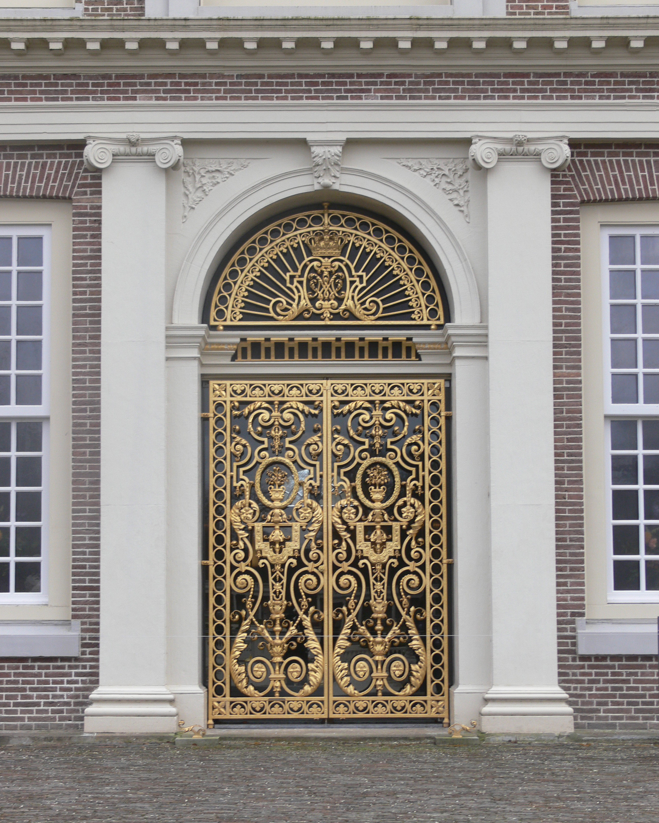 Description het loo palace back door jpg images frompo for Back entry doors