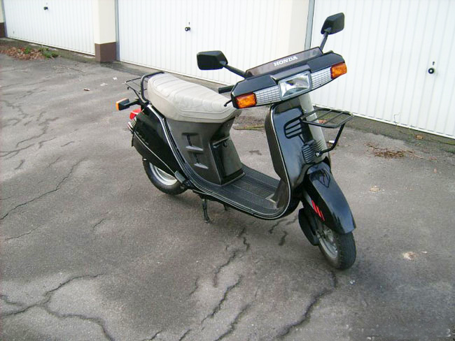 Honda Lead AF01 further 270732718414 as well Photo 2 in addition 5692 Moteur Moto Cross Trial 50 500cc 2 Temps likewise Honda Win 100cc. on honda cdi
