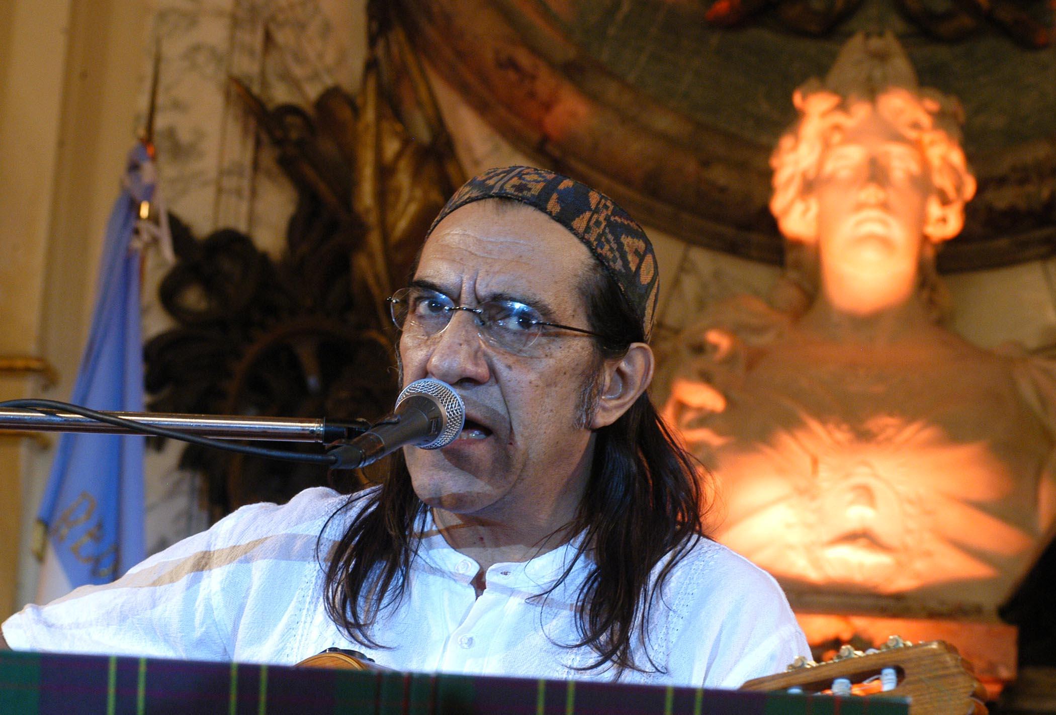 Horacio Fontova en un concierto en la Casa Rosada