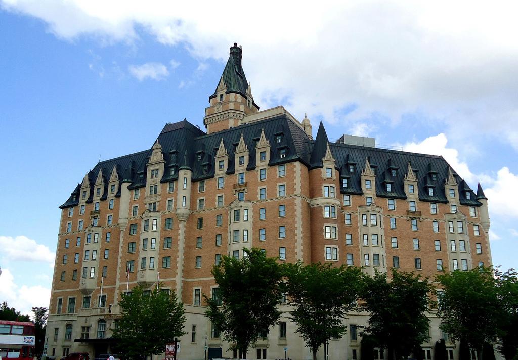File:Hotel Bessborough 2011.jpg - Wikipedia