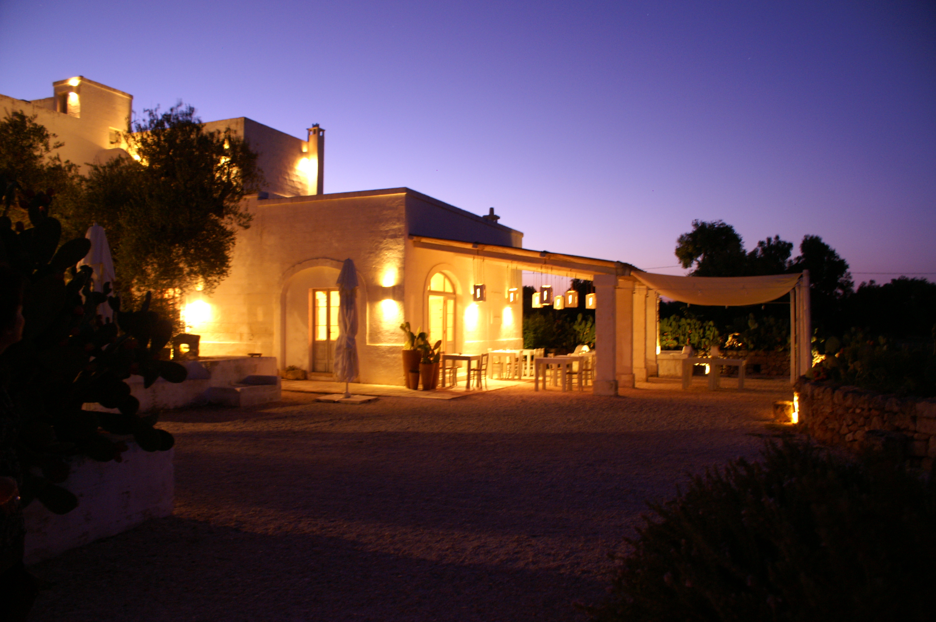 File Illuminated Outdoor Restaurant Terrace At Masseria Cimino In Puglia Italy Panoramio Jpg Wikimedia Commons
