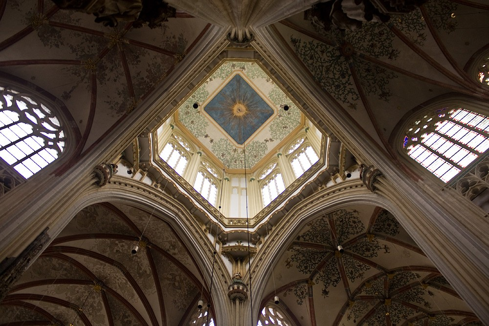 File:Interieur kathedraal Den Bosch.jpg - Wikimedia Commons