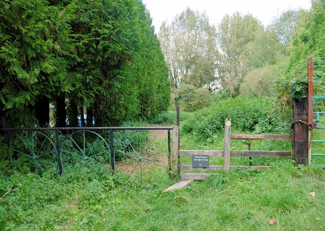 Itchen Way, Winnall - geograph.org.uk - 1020731