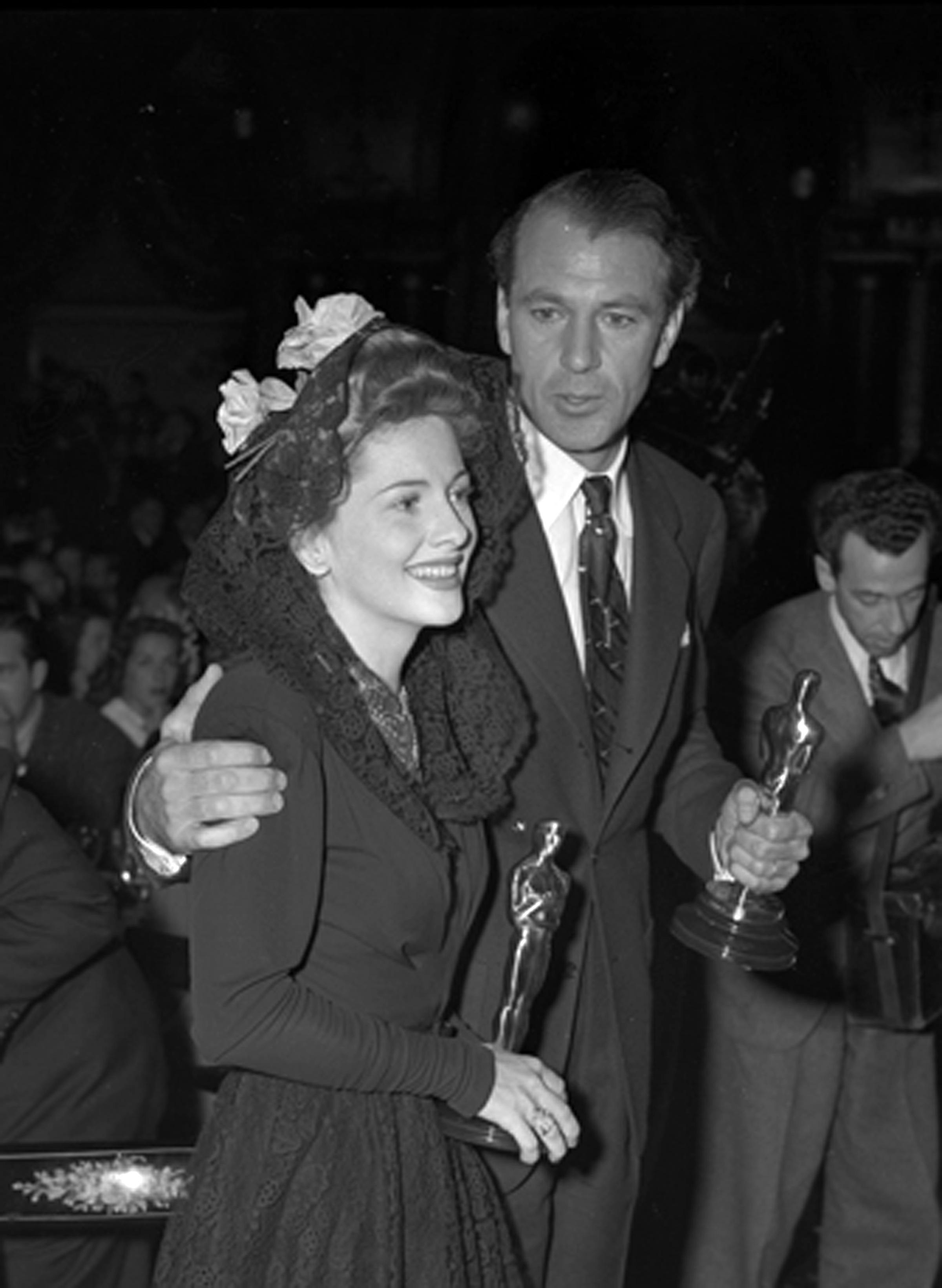 Actors Gary Cooper and Joan de Havilland holdi...
