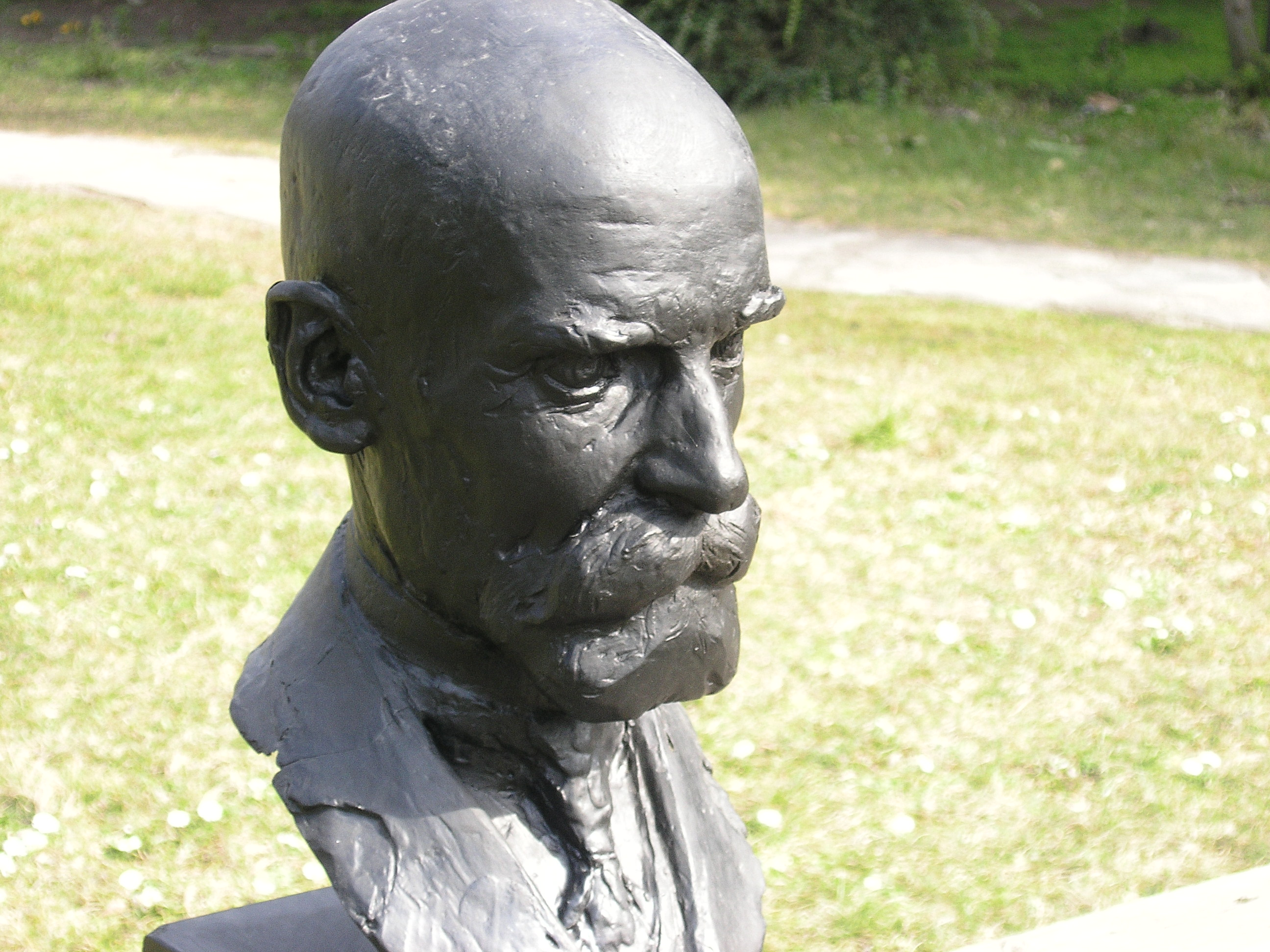 durkheim emile tipat e solidaritetit shoqror dhe Émile durkheim (april 15, 1858 - november 15, 1917) was a french sociologist whose contributions were instrumental in the formation of sociology, anthropology and religious studies.