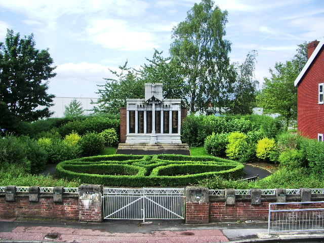 Leyland War Memorial - geograph.org.uk - 500125