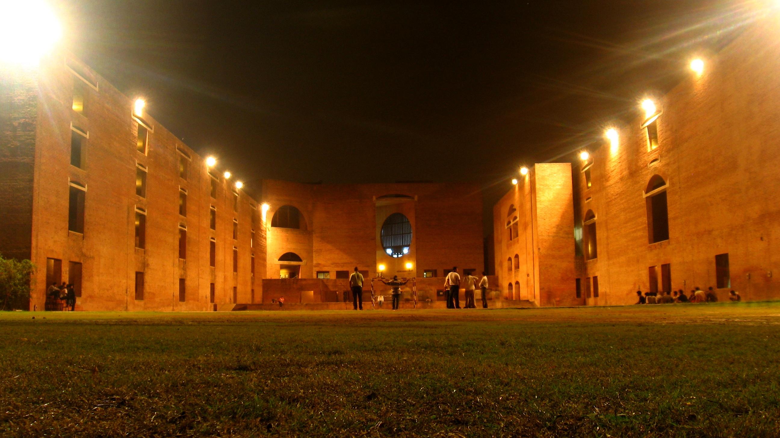 File Louis Kahn Plaza At Night Jpg Wikimedia Commons