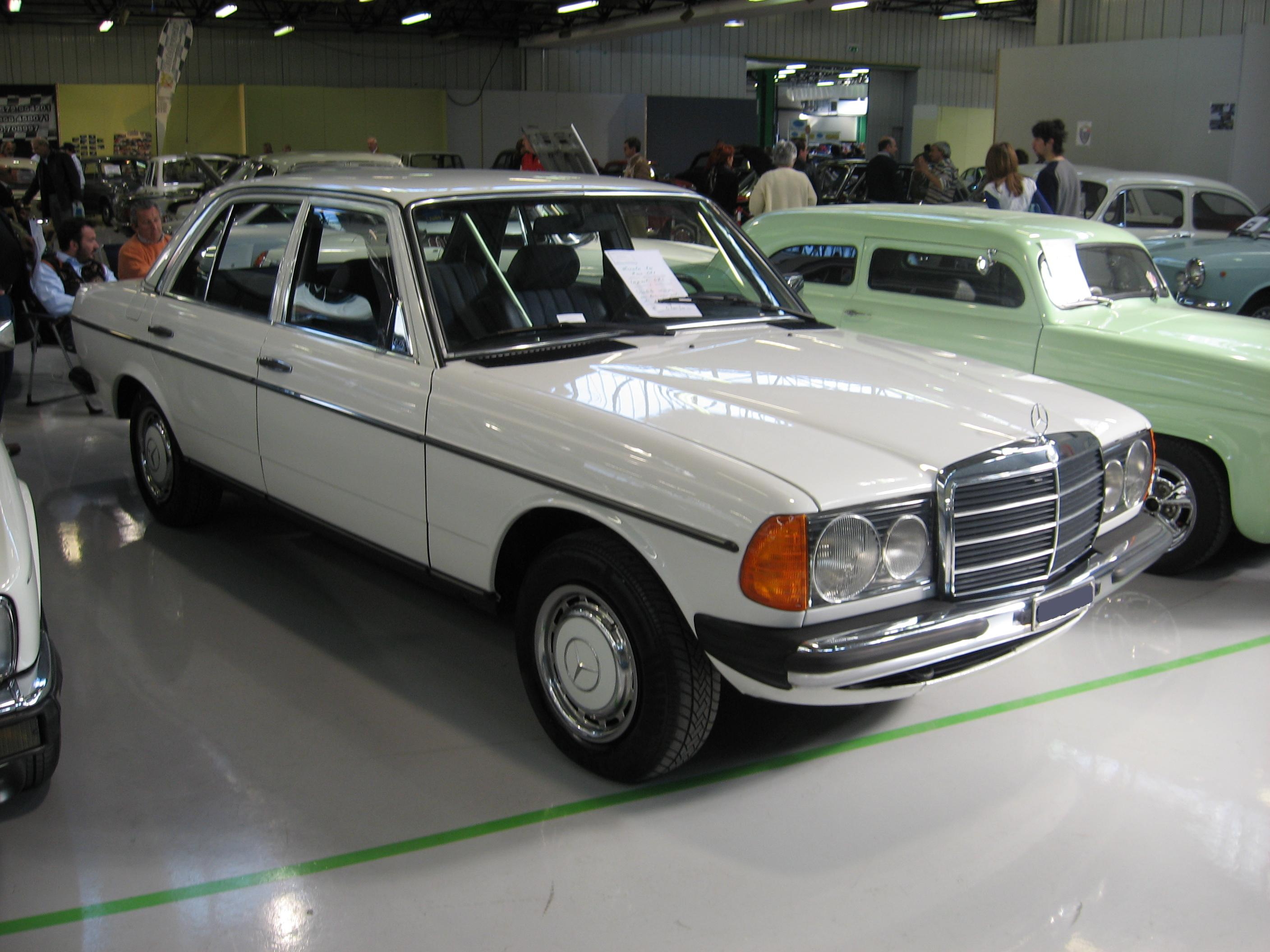 File mercedes benz 230 e w123 at old timer show in forl for Mercedes benz 400 se