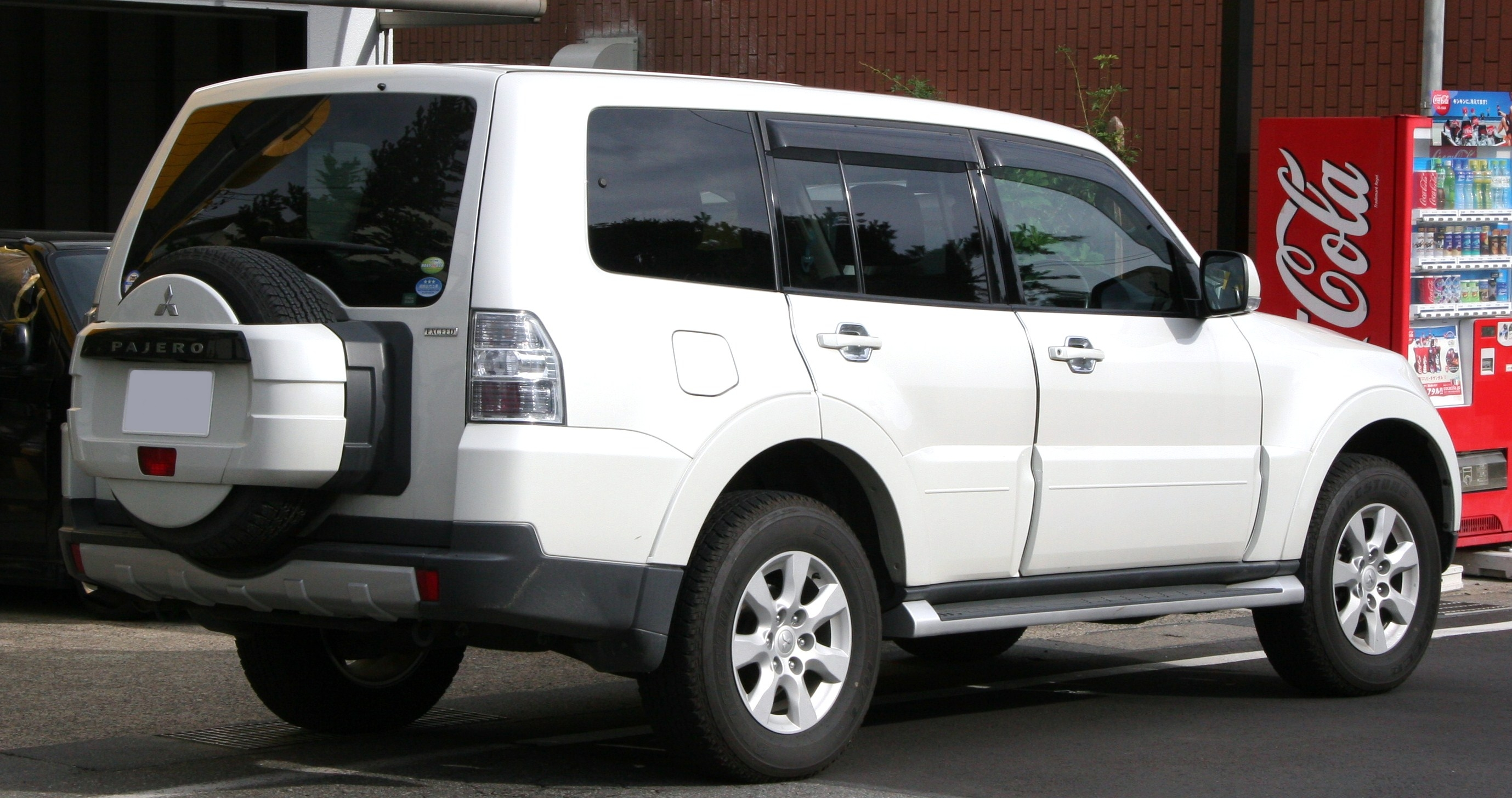 File:Mitsubishi Pajero Exceed rear.jpg - Wikimedia Commons