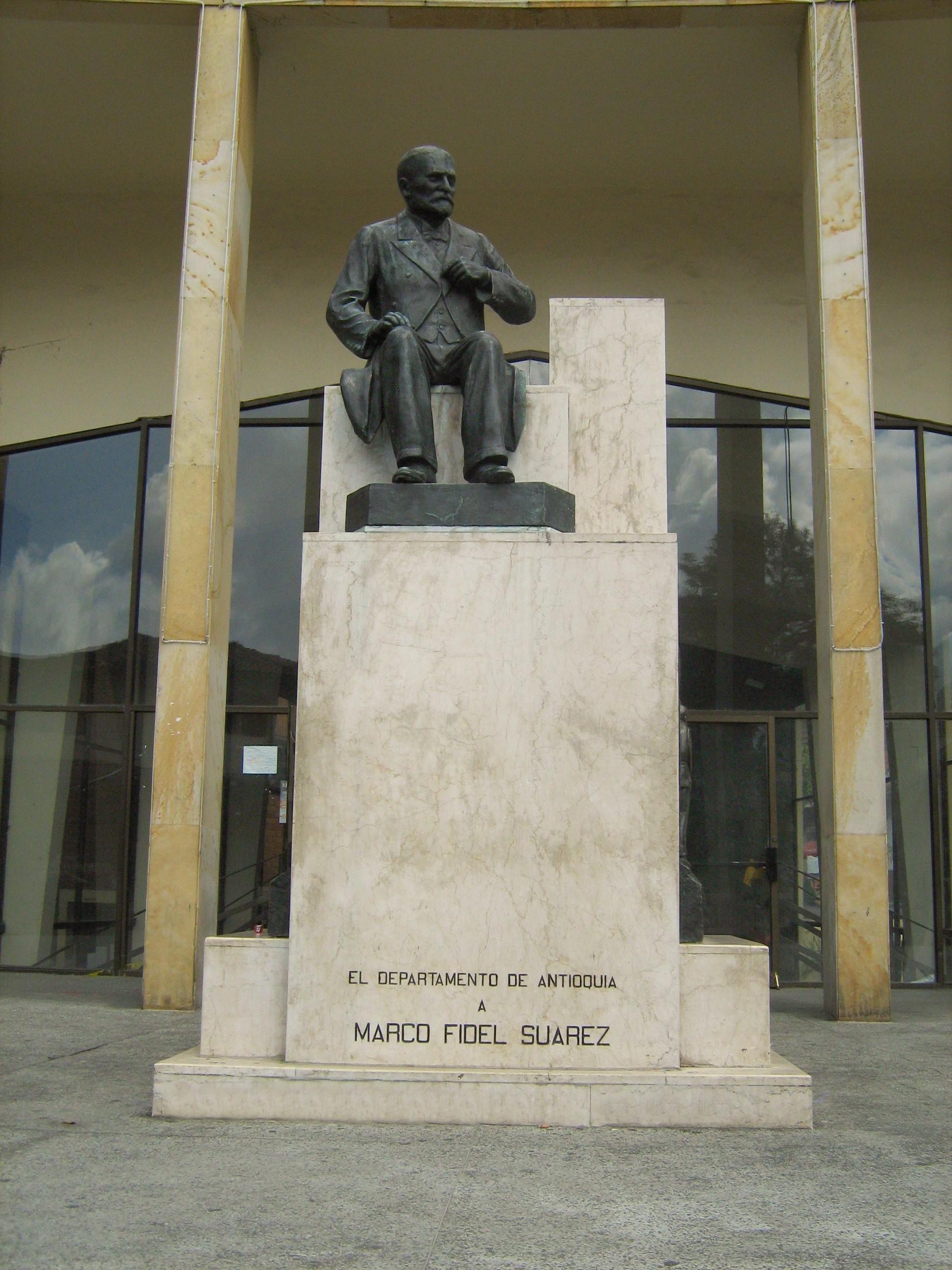 File:Monumento Nacional a Marco Fidel Suarez-Bello.JPG - Wikimedia ...