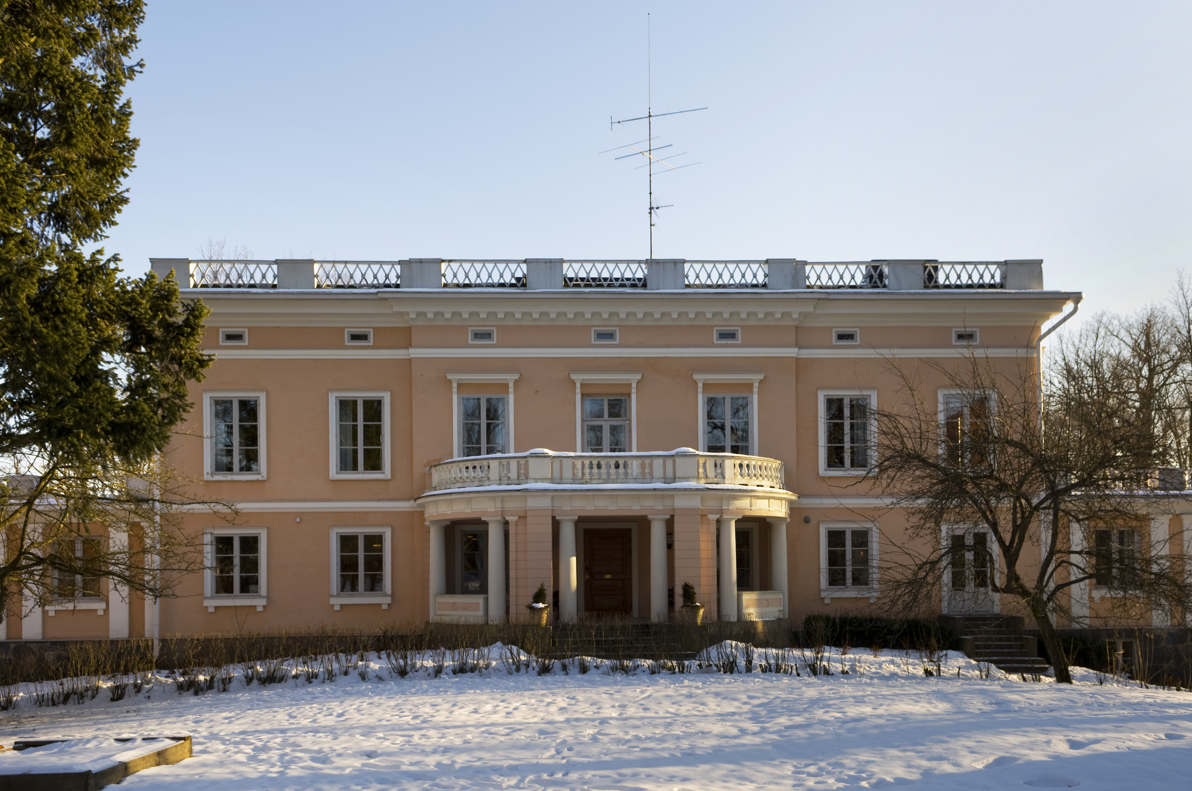 Munkkiniemi manor February 17 2009 01.jpg