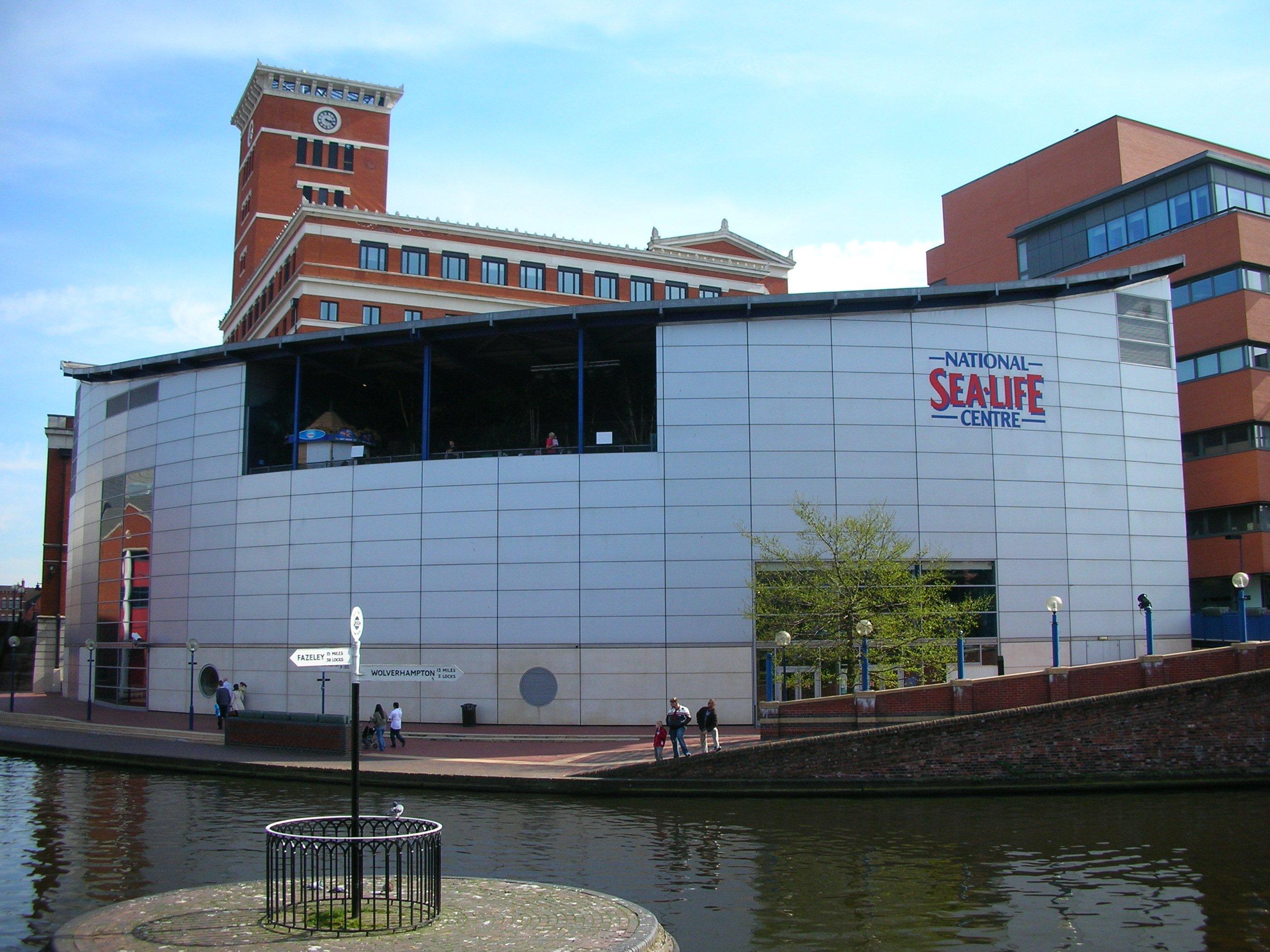 Description National Sea Life Centre and BCN canal, Birmingham.jpg