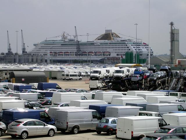 FileNew Ford Motor Vehicles Awaiting Distribution Near The Cruise - Southampton cruise ship parking