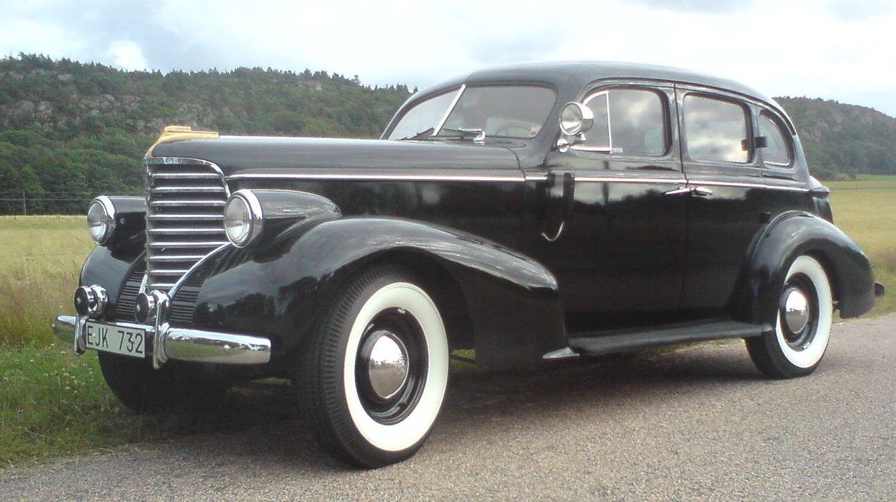 File oldsmobile wikimedia commons for 1938 oldsmobile 2 door sedan