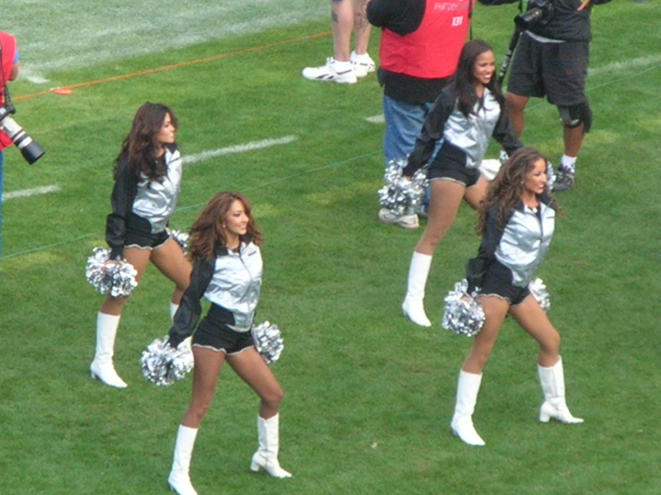 File:Oakland Raiderettes at Falcons at Raiders 11-2-08 03.JPG