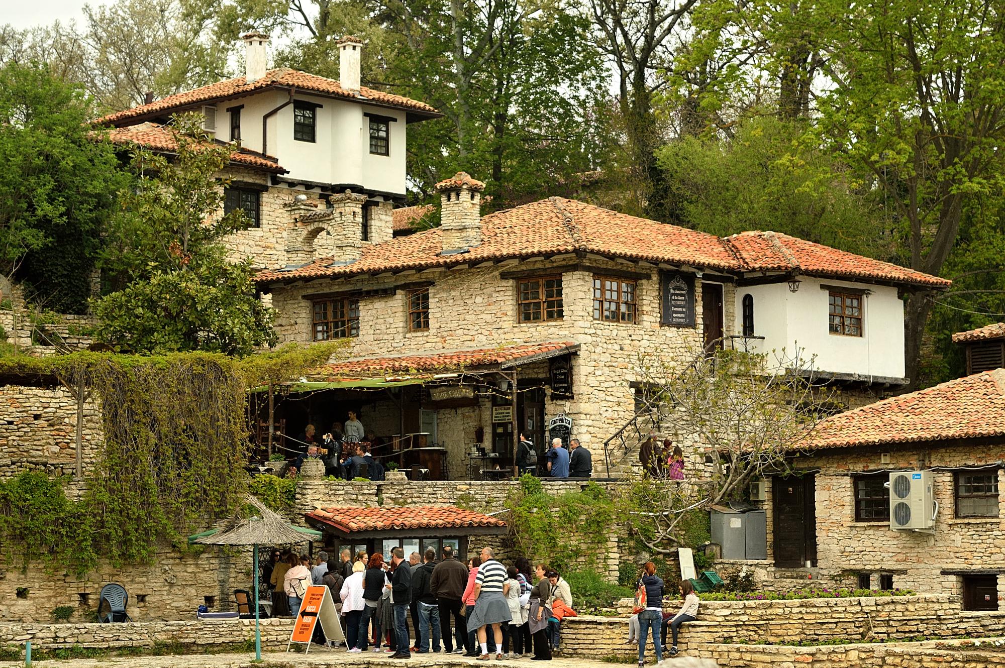 File:Old house in the Botanic Garden in Balchik (17488915855).jpg ...