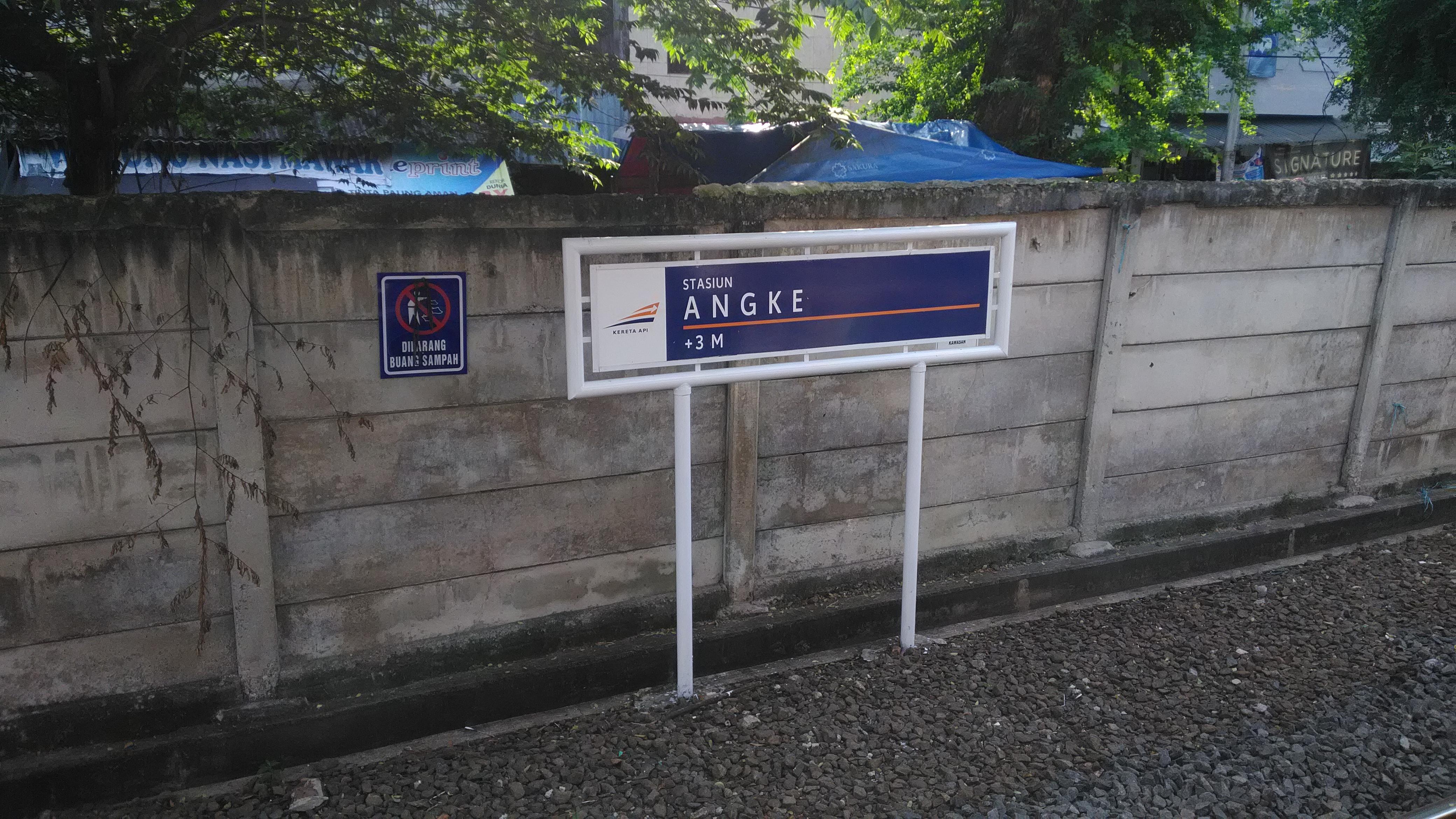 File:Papan Nama Stasiun Angke Terbaru versi 2017.jpg