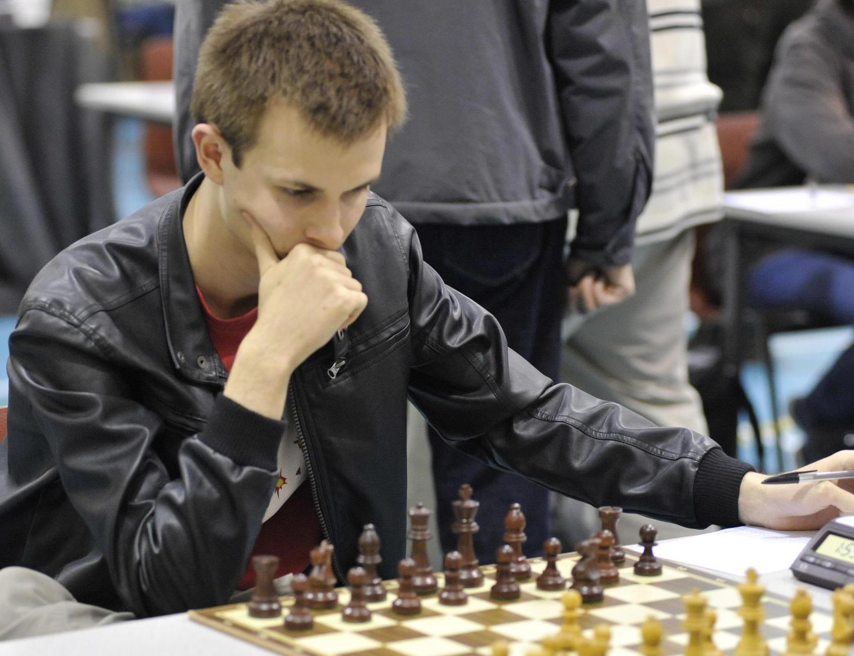 File:Peter Lalic playing chess, Surrey Congress, 2012.jpg ...