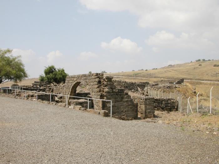 קשת בבית הכנסת בכורזים