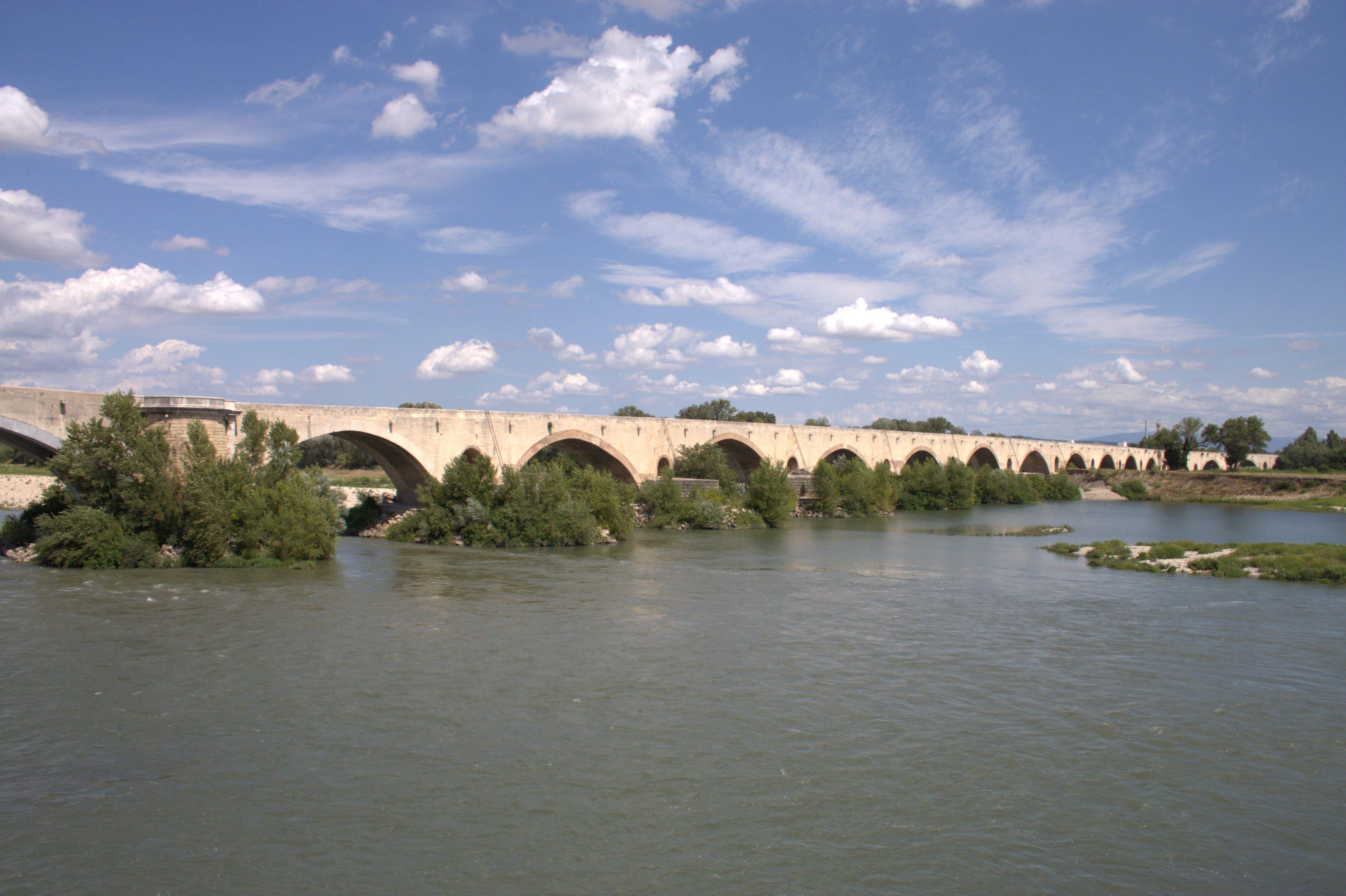 neue Liste hochwertige Materialien besserer Preis für Pont du Saint-Esprit — Wikipédia