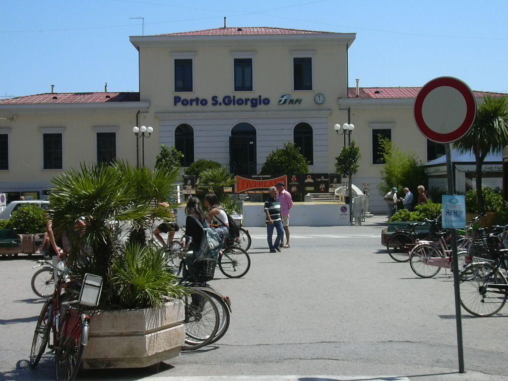 Stazione di porto san giorgio fermo wikip dia - Aran cucine porto san giorgio ...