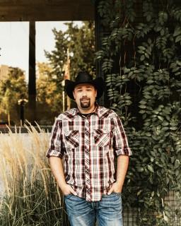 Rick Daniels posing in Boise, Idaho 2018.jpg