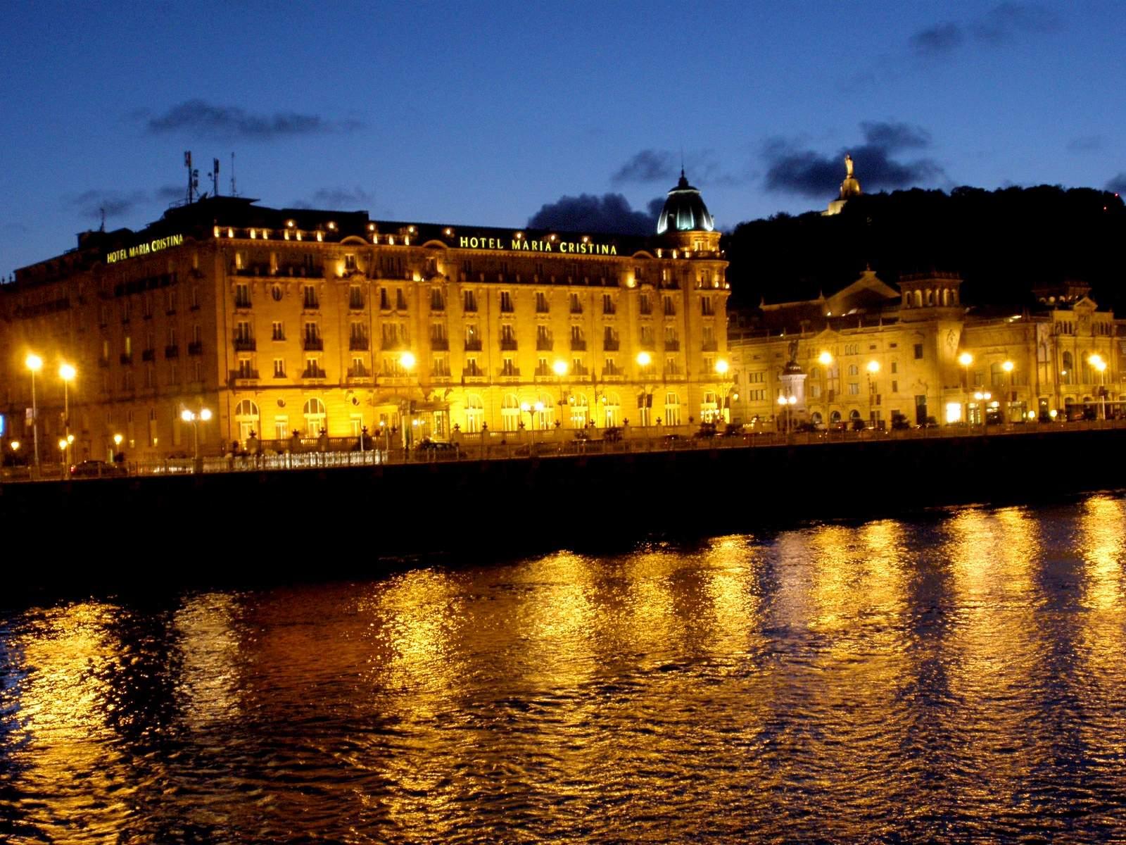 File:San Sebastian - Hotel Maria Cristina 3.JPG - Wikimedia Commons