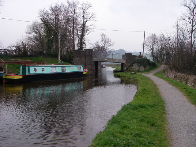 Storehouse Bridge over Monmouthshire and Brecon Canal - geograph.org.uk - 376834