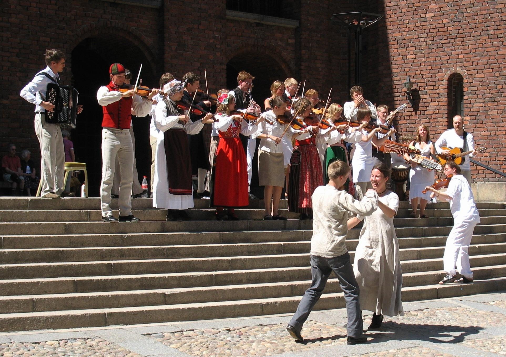Folkmusik från Dalarna förgyller sommartiden