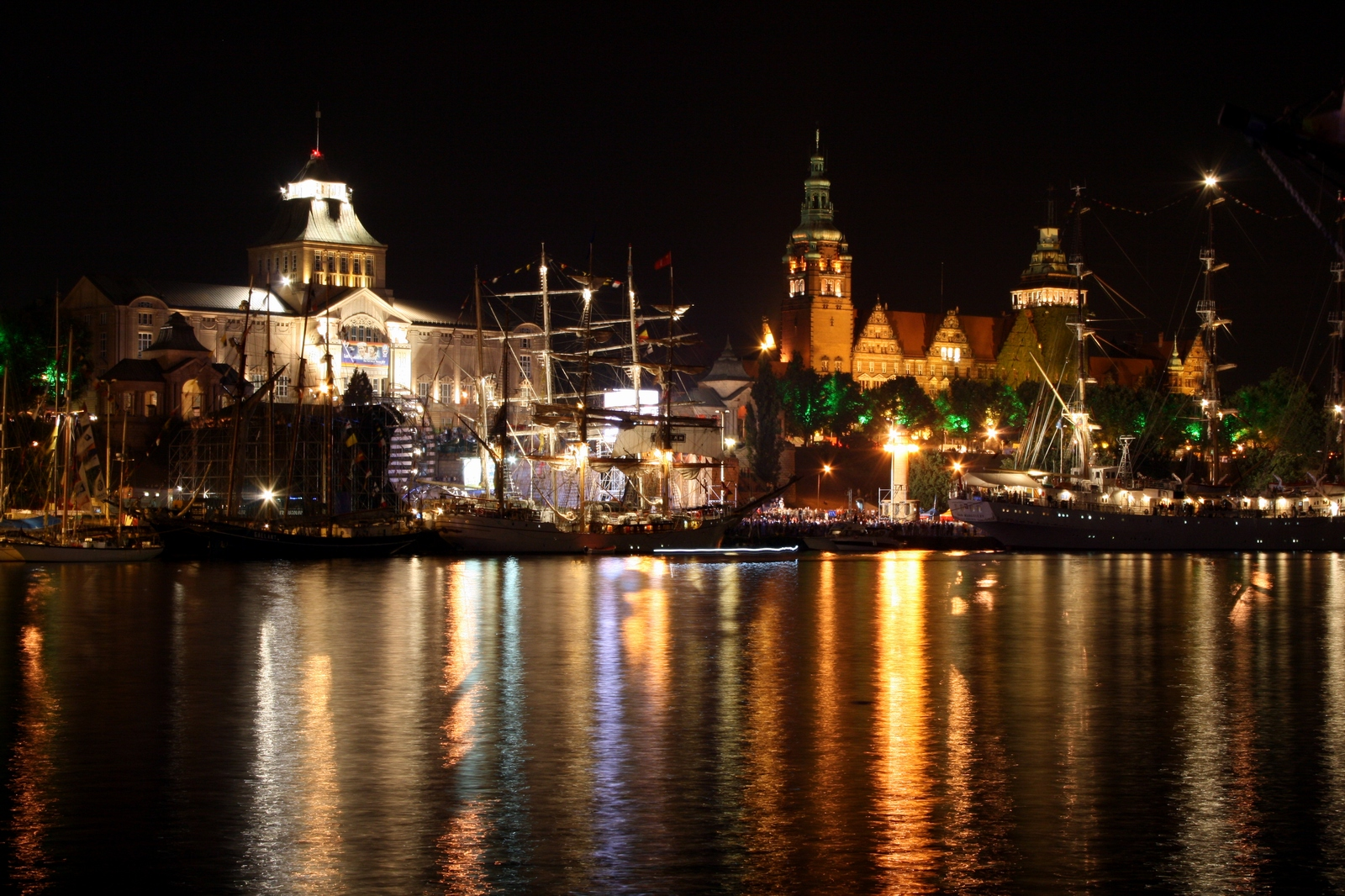 Szczecin Poland  city images : Szczecin by night as seen from Łasztownia Wikimedia ...