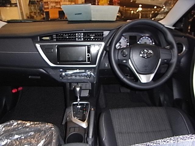 Toyota auris e180 interior jpg wikipedia for Interior toyota auris 2018