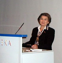 https://upload.wikimedia.org/wikipedia/commons/3/3a/Tereshkova_heureka.jpg