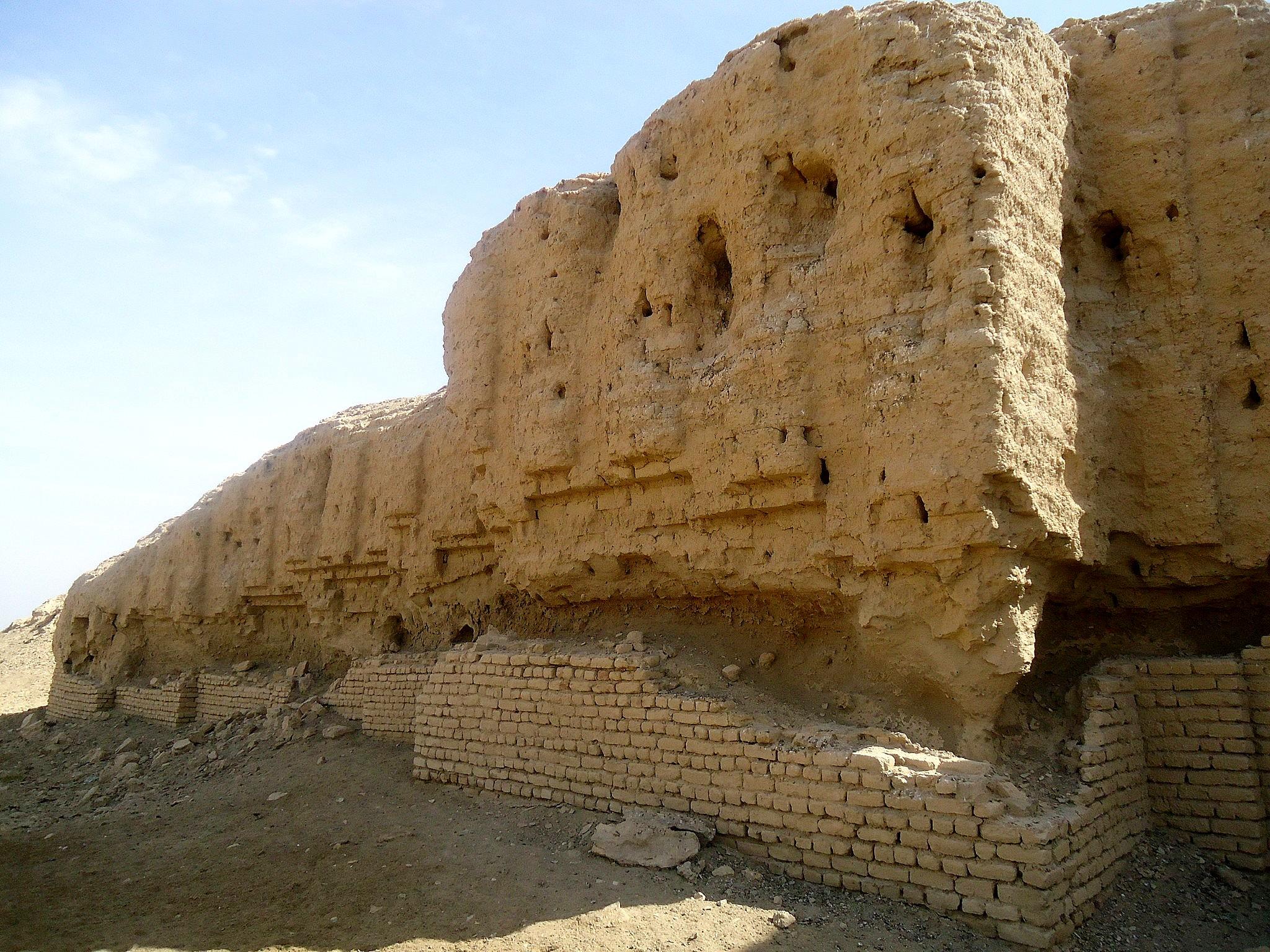 File:The ziggurat of Kish, Tell al-Uhaymir, Mesopotamia