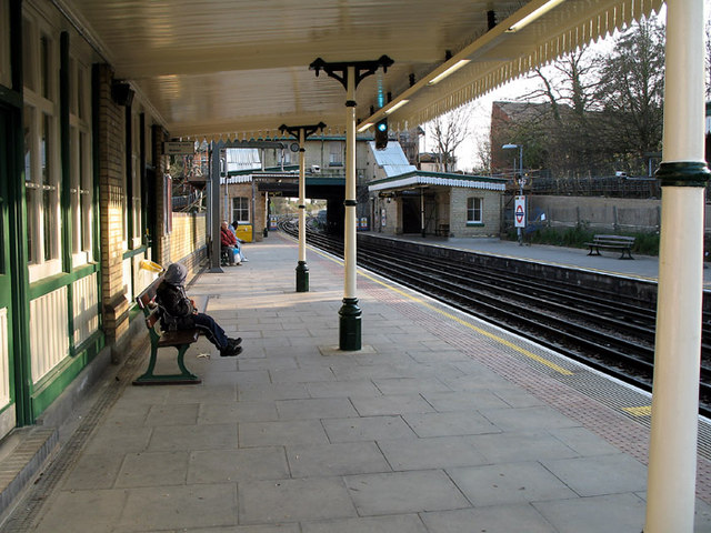 Totteridge and Whetstone Station - geograph.org.uk - 388247