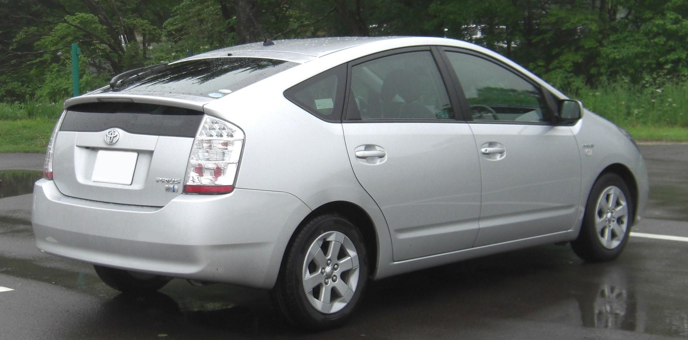 Toyota Prius NHW20 rear.jpg
