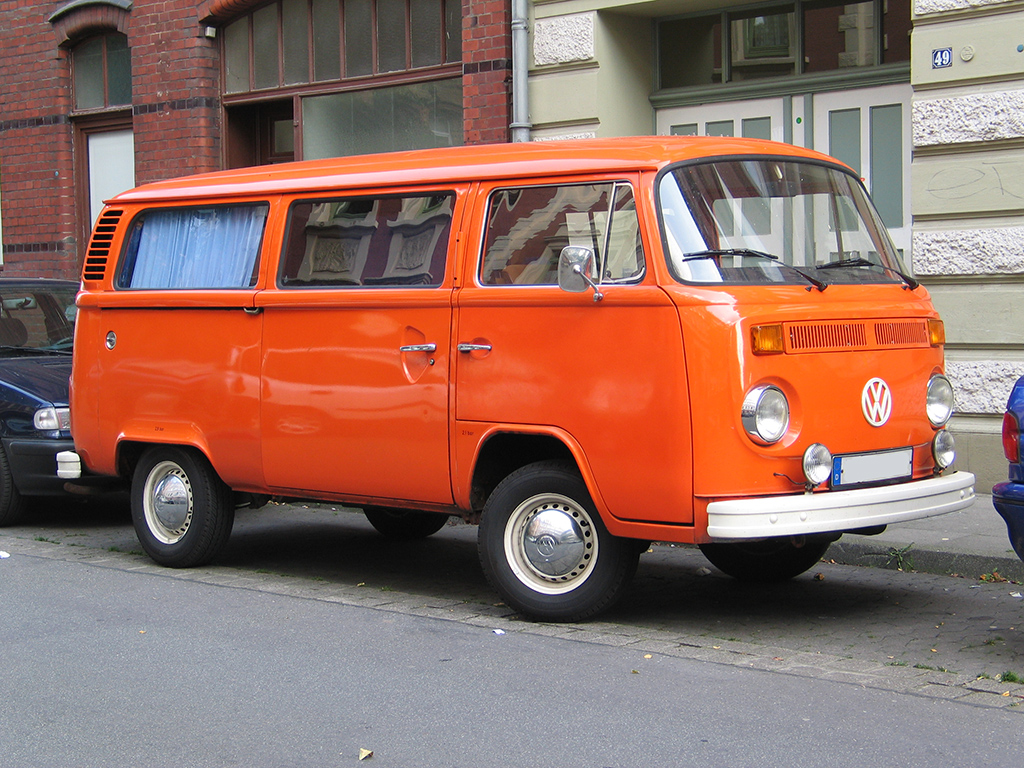 http://upload.wikimedia.org/wikipedia/commons/3/3a/Vw_bus_t2b_neu_v_sst.jpg