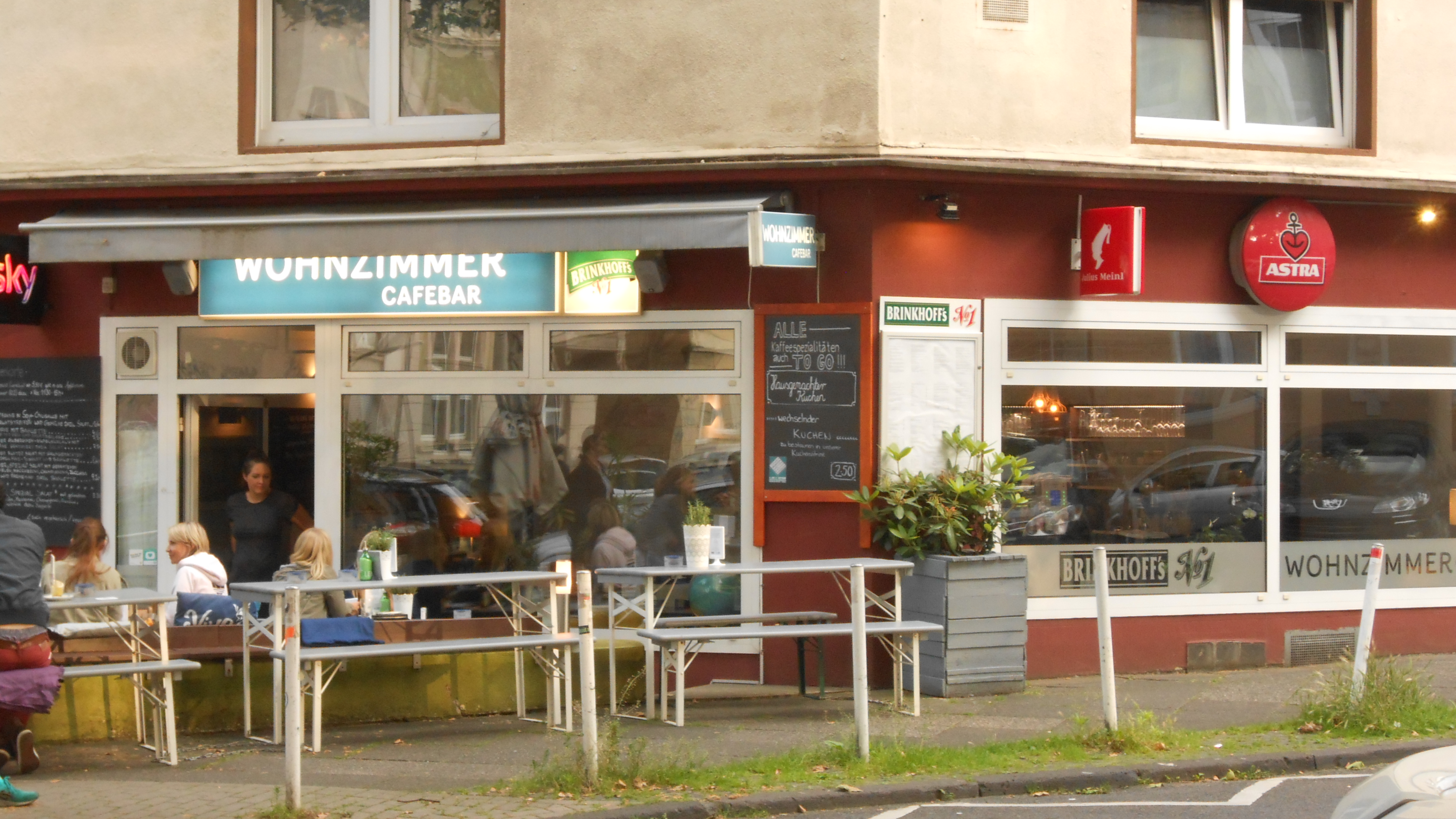 File:Wohnzimmer CaféBar, Dortmund (1).   Wikimedia Commons