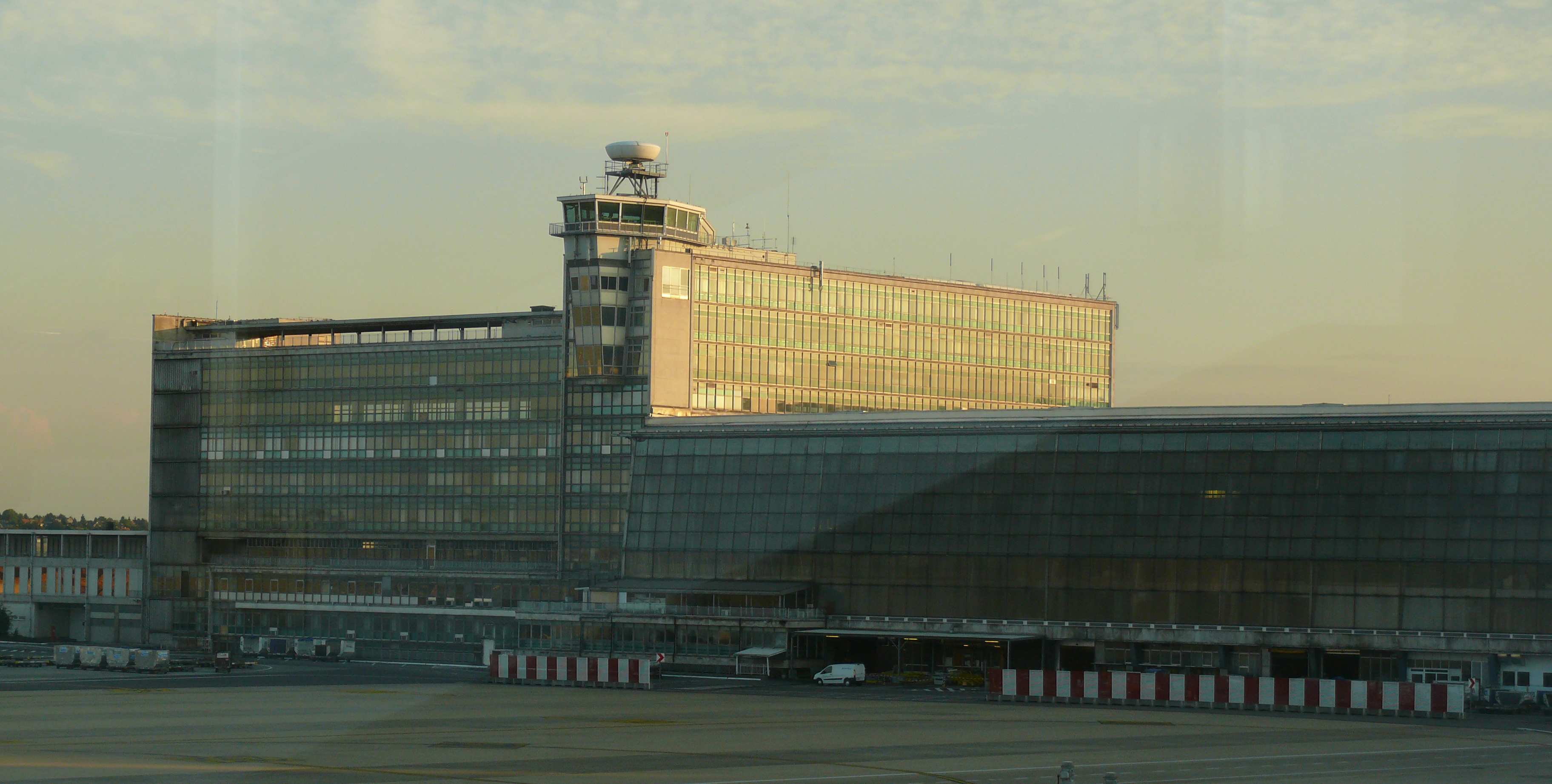 File zaventem brussels wikimedia commons - Location hangar bruxelles ...