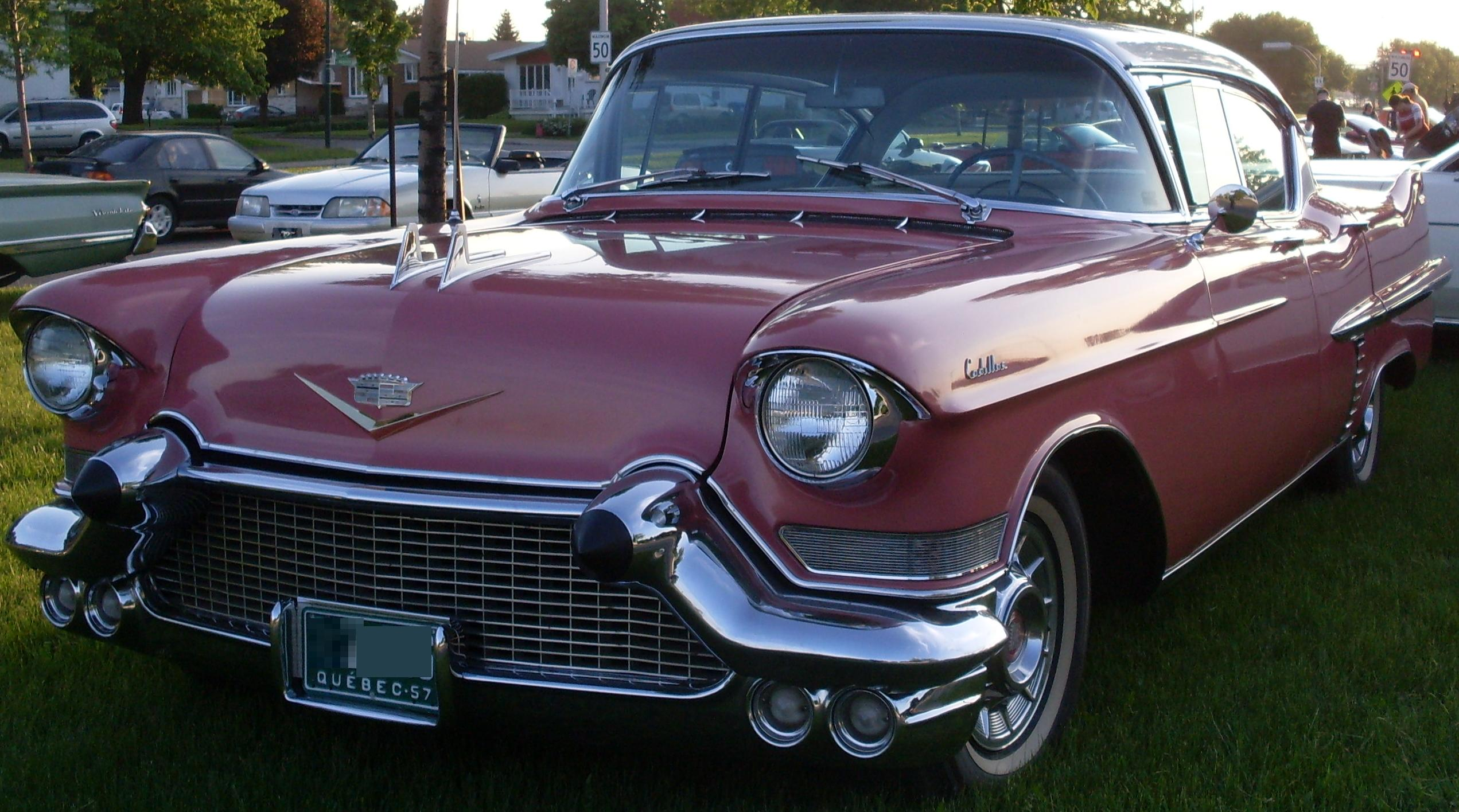 File:'57 Pink Cadillac (Auto clique Combos Express '13).JPG ...