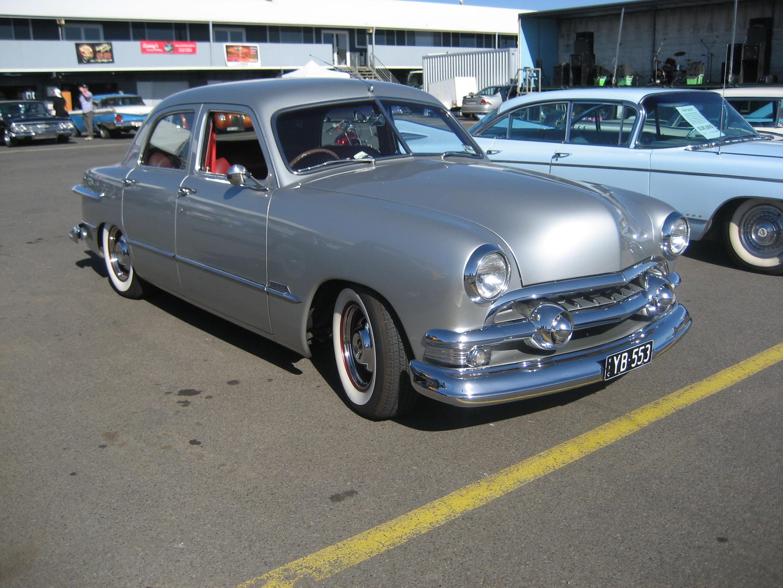 Ford Deluxe Sedan