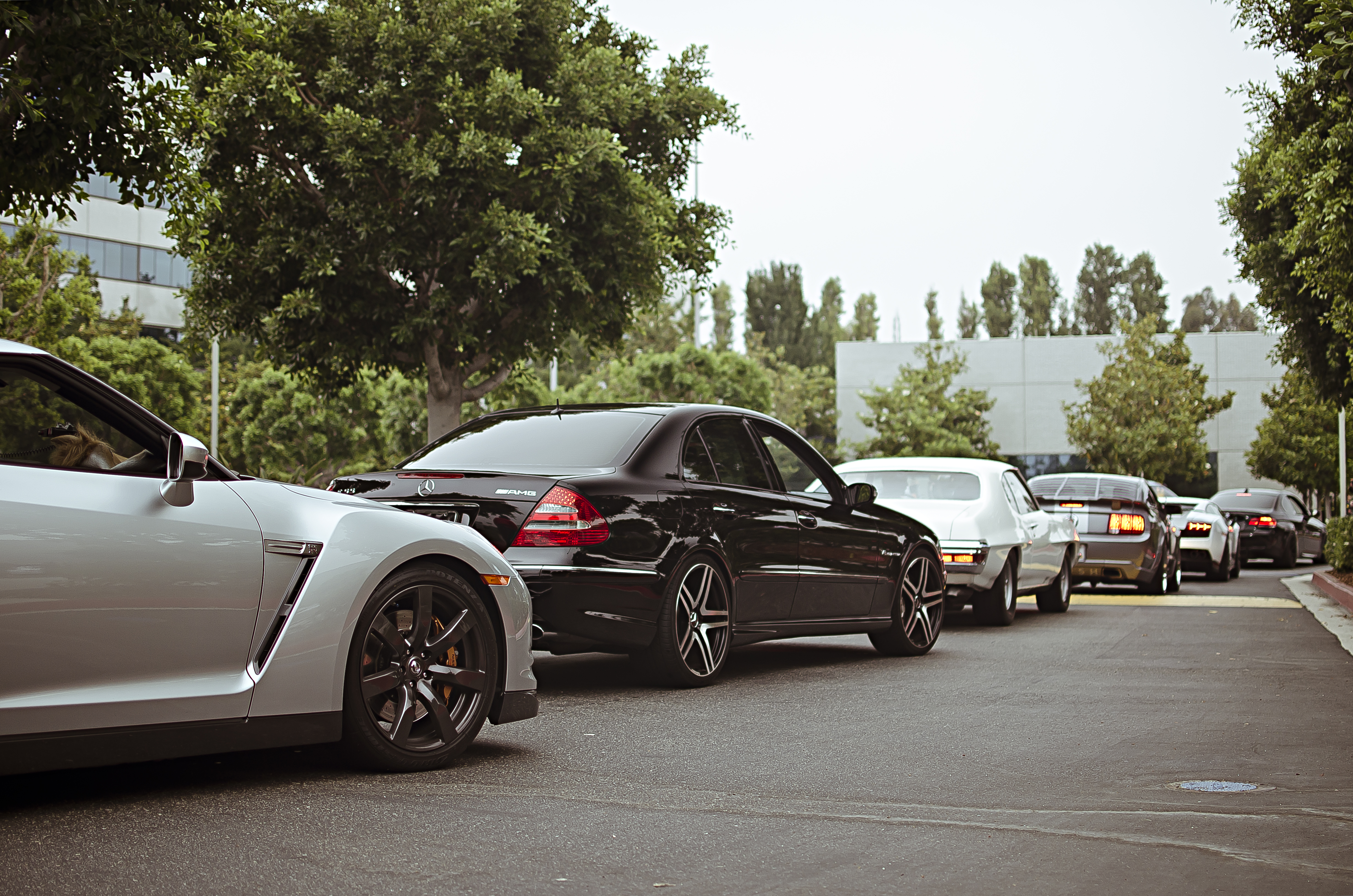 File:A line of cars with a Mercedes DSC 0184b (7482430144).jpg ...